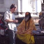 Jens im Gespräch mit den Yogis