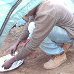 Waschen kann man sich am Zelt - Luxus
