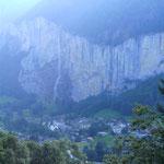 Lauterbrunnen mit Wasserfall