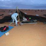 das Zelt ist komplett zusammengestürzt