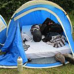 viel Platz ist im Zelt nicht
