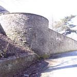 Alte Mauer am Rande der Margarethenhöhe