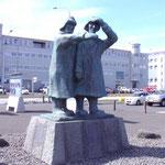 Fischerdenkmal im Hafen