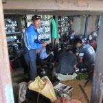 gemeinsames Kochen in Nepal