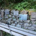 Gedenksteine für gefallene Bergsteiger