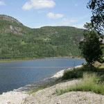 CP Reiarsfossen: schöne Hütten direkt am Fluss