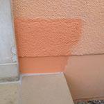La teinte d'origine ne correspond plus (la peinture de la façade s'est éclaircie avec le temps)