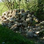 Zwischengelagerte Steine vom Abriss eines Bauernhauses
