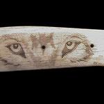 4.010 Wolf auf Kamnelknochen