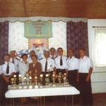 Druhowie z trofeami, 2003