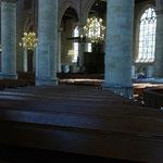 """La disposition """"classique"""" des églises luthériennes. Petits chauffages aux pieds."""