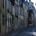 contraste ente les rues commerçantes et ces rues très calmes