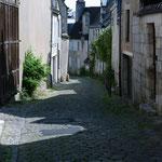Non ce n'est pas un une rue de village, c'est à 2 pas de la cathédrale