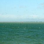 La mer de Wadden et au loin l'île de Schiermonnikoog