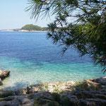 klares Wasser in der Bucht von Vela Luka