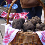 Paniers de truffe sur le marché de Lalbenque