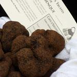 Panier de truffe sur le marché de Lalbenque
