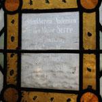 Die Fenster im Altarraum wurden 1878 zum Andenken an Major Serre von der Tiedge-Stiftung gestiftet