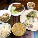 6月7日金曜日、Ohana夕食「いわしフライ、豆鯵のマリネ、かつおののっけ盛り、イワシの刺身、たけのこ煮、ご飯」