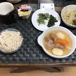 8月7日土曜日、Ohana朝食「ポトフ、おかひじきのツナマヨ和え、ほうれん草のゴマ和え、もやしの中華サラダ(レタス、プチトマト)、プリン」