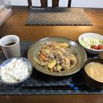1月12日日曜日、Ohana夕食「肉じゃが、サラダ(キャベツ、プチトマト)、みそ汁(ねぎ、油あげ)」