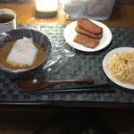 9月1日水曜日、Ohana夕食:防災の日の為、防災食「レトルトカレー、炊飯袋の白米、スパムソテー、アイラップで茹でたパスタ(明太子バター味)」