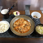 6月12日土曜日、Ohana夕食「豚キムチ、みそ汁(カブの葉、玉ねぎ、油揚げ)、スライス玉ねぎ、プリン」