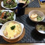 6月2日火曜日、Ohana夕食「ドリア、サラダ(ワカメ、玉ねぎ、人参、レタス)、煮びたし(厚揚げ、小松菜の)、みそ汁、ヨーグルト」