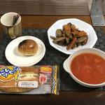 10月10日日曜日、Ohana朝食「ごぼうと人参とウインナー炒めもの、トマトスープ(玉ねぎ、ハム)、ロールパン、ソーセージパン」