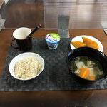 7月25日日曜日、Ohana朝食「野菜たっぷりワンタンスープ、かぼちゃの甘煮、ヨーグルト」