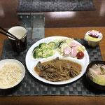 3月19日金曜日、Ohana夕食「プルコギ(玉ねぎともやし入り)、サラダ(白菜、きゅうり、ソーセージ、プチトマト)、茹でブロッコリー、中華スープ(白菜、ねぎ、カニカマ)、プリン」