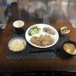 7月4日日曜日、Ohana夕食「生姜焼き、水菜サラダ、茹でブロッコリー、みそ汁、プリン」