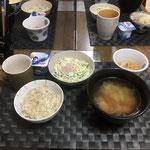 8月28日金曜日、Ohana朝食「ポトフ(ジャガイモ、人参、キャベツ、ウインナー、玉ねぎ)、サラダ(キャベツ、ソーセージ、きゅうり)、切り干し大根、ヨーグルト」