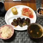 7月9日木曜日、Ohana夕食「ピーマンの肉詰め、ゆでとうもろこし、冷製トマトパスタ、ひじき煮、モロヘイヤと豆腐のすまし汁」