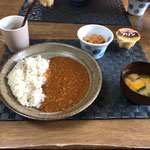 5月9日土曜日、Ohana朝食「キーマカレー、切り干し大根、みそ汁(かぼちゃ、にんじん)、プリン」