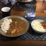 9月27日日曜日、Ohana夕食「カレーライス、サラダ(キャベツ、サニーレタス、パイン、プチトマト)、ヨーグルト」
