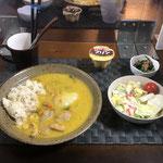11月15日日曜日、Ohana夕食「かぼちゃと白菜の入ったシチュー、サラダ(白菜、きゅうり、リンゴ、プチトマト)、ほうれん草となめ茸和え、プリン」