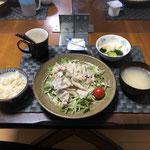 9月9日木曜日、Ohana夕食「冷しゃぶのパリパリ麺のサラダ、たまごスープ、白菜ときゅうりの浅漬け、ヨーグルト」