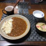 2月5日金曜日、Ohana夕食「キーマカレー、野菜たっぷりのたまごスープ、ラッシー」