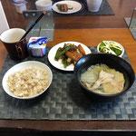 3月14日日曜日、Ohana朝食「白菜と豚バラ肉のミルフィーユ、さつま揚げとピーマンのきんぴら、茹でブロッコリー、ヨーグルト」