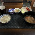 11月9日月曜日、Ohana朝食「ポトフ、サラダ(キャベツ、パイン、プチトマト)、きゅうりと切り干し大根の酢の物、ヨーグルト」