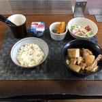 4月19日月曜日、Ohana朝食「鶏肉と厚揚げと大根のさっぱり煮、サラダ(水菜、ハム、カニカマ、プチトマト)、かぼちゃの甘煮、ヨーグルト」