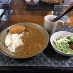 7月5日日曜日、Ohana夕食「キーマカレー(コロッケ添え)、サラダ(水菜、ツナ、プチトマト、ブロッコリー、カニカマ)」