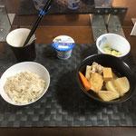 12月28日月曜日、Ohana朝食「大根と鶏手羽の煮物、白菜ときゅうりの浅漬け、ヨーグルト」