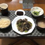 8月5日木曜日、Ohana夕食「ナスとピーマンのひき肉入りみそ炒め、中華たまごスープ、キュウリとしその浅漬け、パウンドケーキ(チョコ味)」
