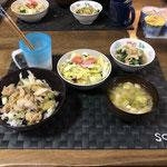 3月31日火曜日、Ohana夕食「ねぎ鳥肉丼、コールスロー、小松菜の煮浸し、みそ汁(ねぎ、とうふ)」