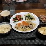 9月24日金曜日、Ohana夕食「ブタ肉とキャベツの味噌炒め、小松菜とちくわの煮浸し、みそ汁(白菜、油揚げ)、きゅうりとパプリカのピクルス、ワッフル」