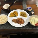 6月27日日曜日、Ohana夕食「ポークステーキ、もやしのカレー炒め、かぼちゃの煮物、サラダ(キャベツ、きゅうり、パイン、プチトマト)、コーヒーゼリー」