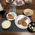 11月6日金曜日、Ohana夕食「鶏ひき肉とレンコンのつみれ、いわしの揚げ物、ぶなしめじとしらたきとシーチキンの煮物、おすいもの」