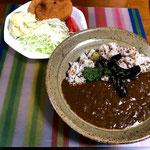 7月21日日曜日、Ohana夕食「カレーライス、トッピング(茄子、ピーマン)、さくらえびコロッケ、線キャベツ、ポテトサラダ、トマト、すいか」